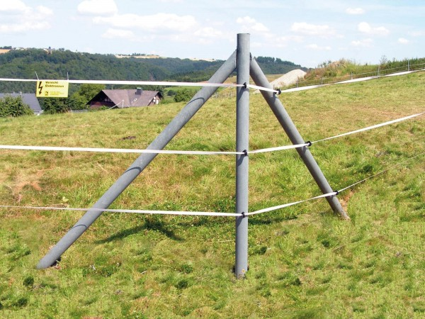 Rundpfosten mit Spitze, Armierung und Schräge | Ø 8 cm