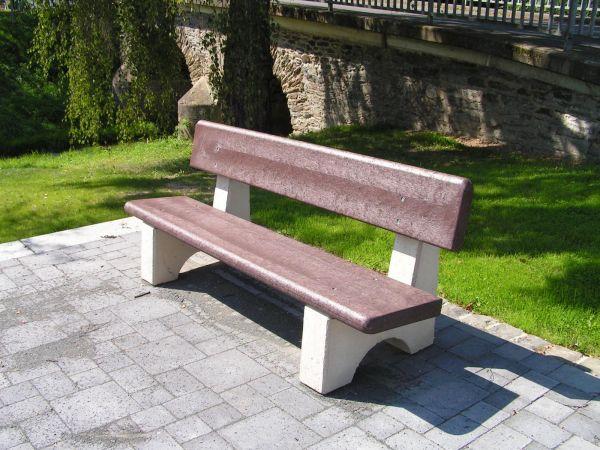Sitzbrett mit innenliegender Armierung